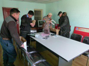 2011-bogd-soum-bayankhongor-aimag-setting-up-new-laptop-printer-and-projector-300x225