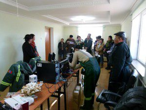 2011-bombogor-soum-bayankhongor-aimag-presenting-the-computers-to-the-youth-development-centre-workers-300x225
