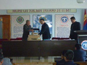 2011-sukhbaatar-aimag-general-manager-b-dendevchuluun-presenting-desktop-laptop-and-printer-to-the-aimag-police-dep-300x225
