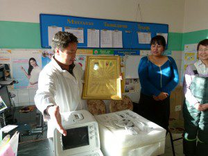 2011-tugrug-soum-uvurkhangai-aimag-soum-hospital-director-receiving-the-new-ultrasound-machine-300x225
